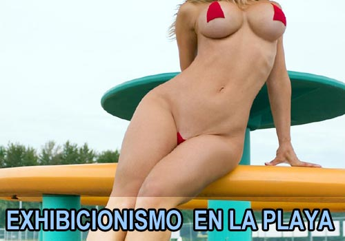 Jenny Poussin en un micro bikini disfrutando de la playa