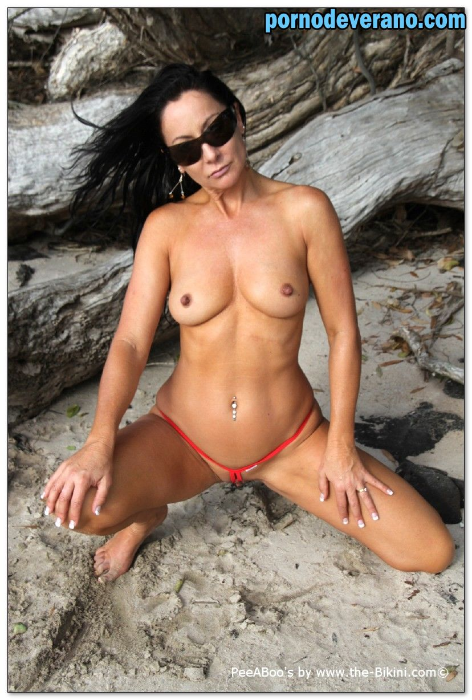 Doa voleibol de playa extremo desnudo